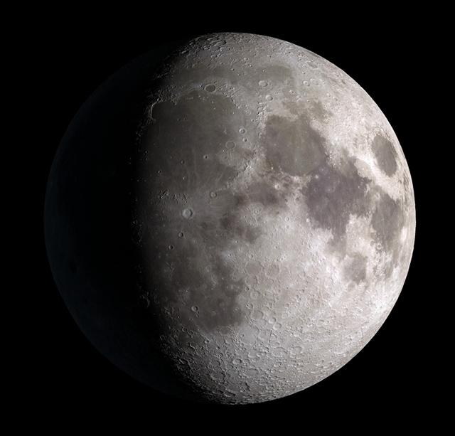 Luna en fase gibosa creciente